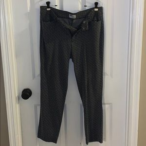 Old Navy black and white capris